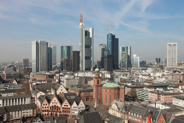 Showing the old and new sides of Frankfurt (Photo from Wikimedia Commons)