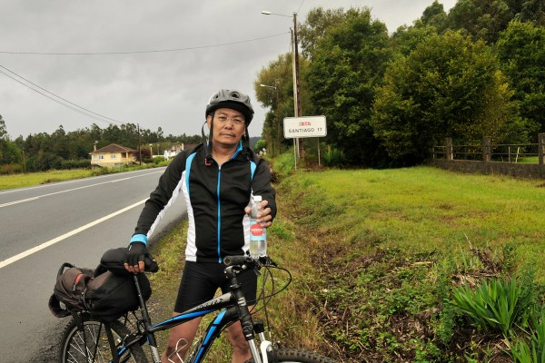 With 17 kms to go, I stopped to gulp down half of the bottled water.