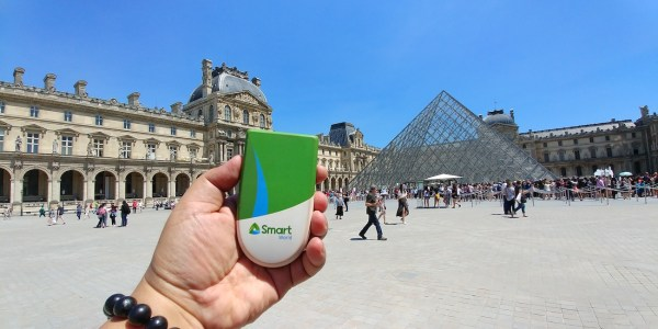 Arrival at the Lourve with my Smart Travel Wifi