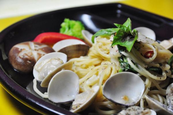 Clam Pasta at Modern Toilet Restaurant photo via Modern Toilet Taipei FB