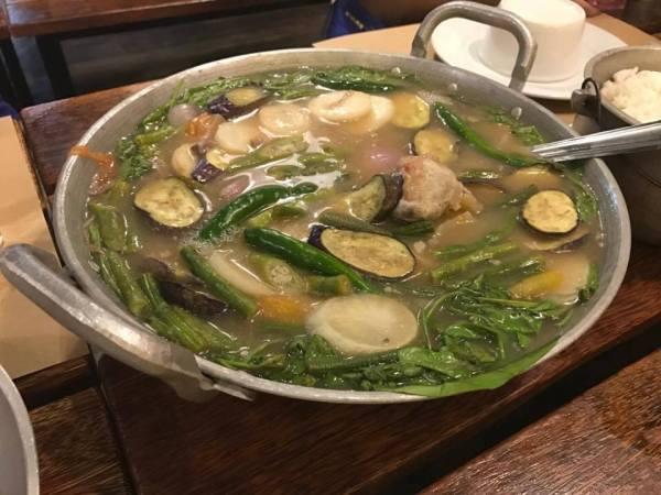 Tuhod ng Baka at Seafood and Ribs Warehouse