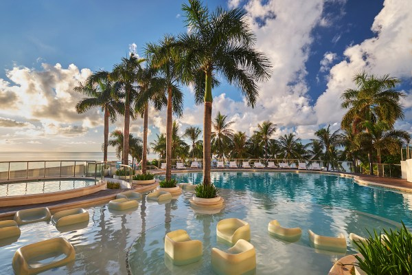 Movenpick Cebu swimming pool