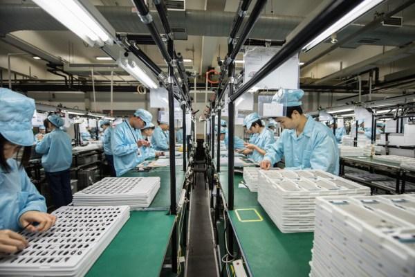 澳门银河游戏网址:OPPO工厂游记:菲律宾人参观深圳OPPO工厂设施