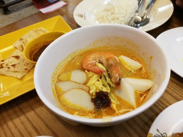 Laksa Lunch at Makansutra Street Food Market Megamall