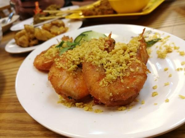 Singaporean Garlic Prawns at Makansutra street food market