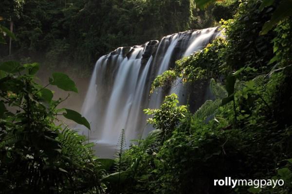 Tinuy-an Falls by Rolly Magpayo
