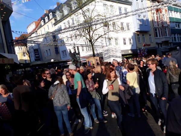 The crowd taking part in Maiwoche