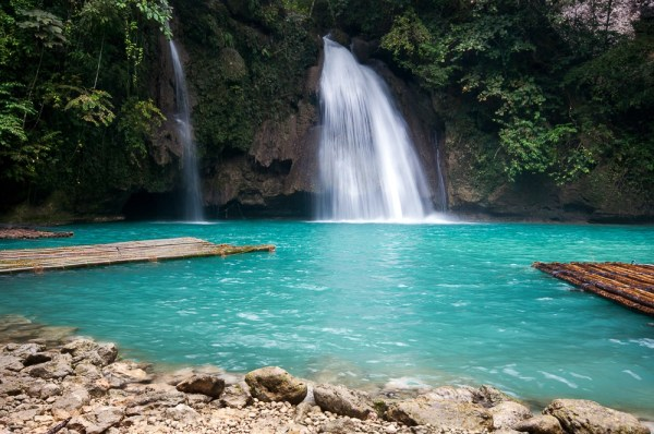 The Kawasan Falls is one of the most beautiful falls in the country. [Image Credit: Wikimedia Commons]