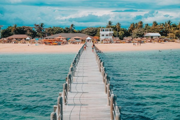 Lakawon Island Budget Travel Guide photo by Louie Martinez via Unsplash