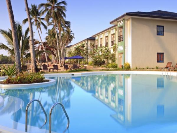 Microtel Palawan Poolside