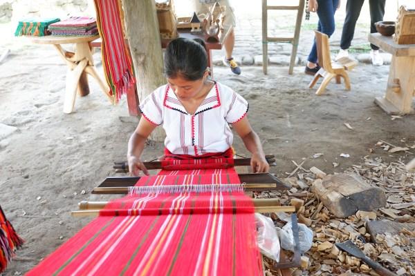 showcasing ifugao weaving