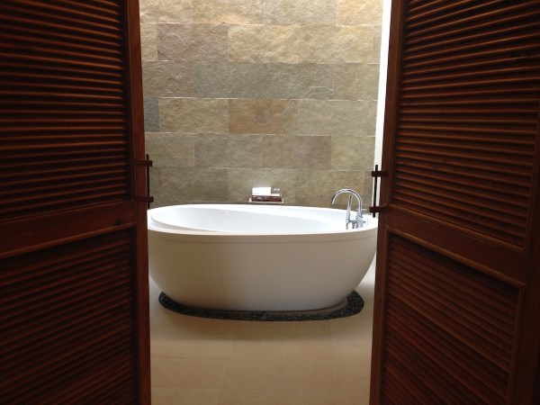 The luxurious bathtub in Bluewater Panglao's rooms.