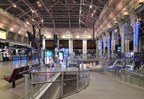 There was nobody around except some soldiers patroling the station when we arrived on Christmas Eve in Gare de Lyon.
