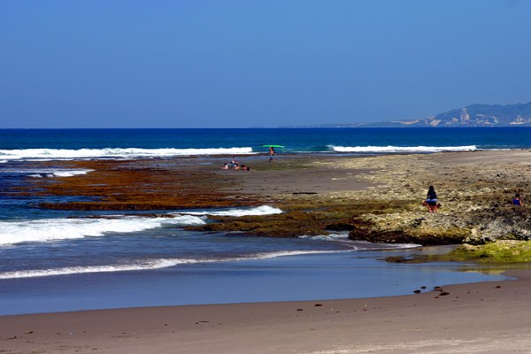 Urbiztondo Beach by Dodong Flores via Flickr