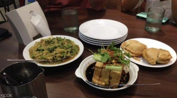 Binondo Food Tour Package image via KLOOK