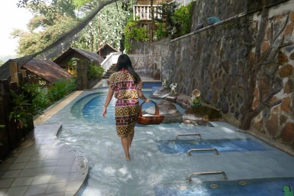 Hydro-massage pool