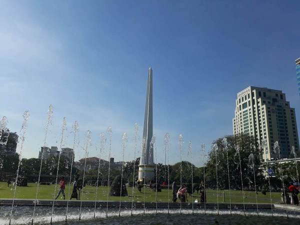 The Independence Monument at Maha Bandoola Park