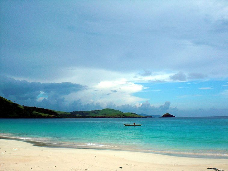 Enjoy water and ecotourism activities in Calaguas. [Image Credit: Wikimedia Commons]