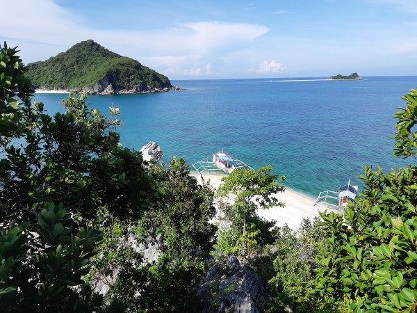 Gigantes Island DIY Travel Guide photo by John Cosio via Unsplash