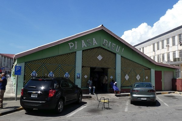 Plaza Bieu Restaurant Curacao's Cuisine Shows Its Roots