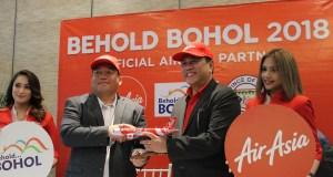Photo op of Provincial Administrator Alfonso Damalerio representing the Bohol Provincial Governor Edgar Chatto, and AirAsia CEO Captain Dexter Comendador