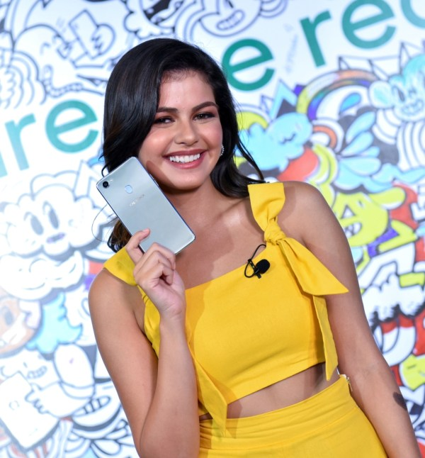 Actress and model Janine Gutierrez joins OPPO's star-studded roster of influencers and selfie experts.