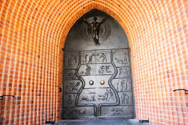 The well-known feature of Marktkirche: the doors