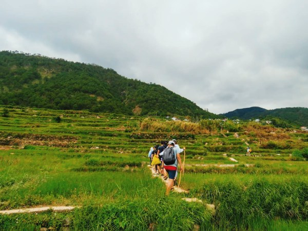 Hiking down to Bomod-Ok