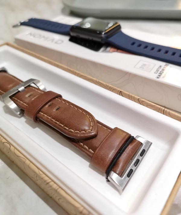 Nomad Apple Watch Horween leather strap