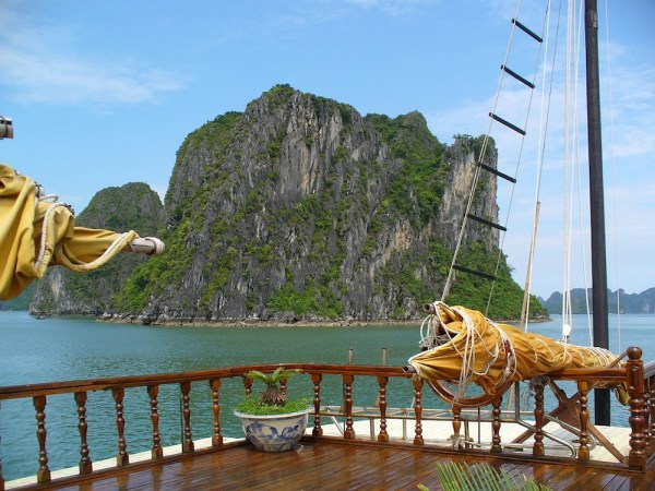 Island Hopping in Ha Long