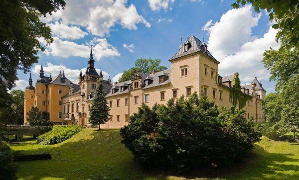Kliczkow Castle photo via Wikipedia