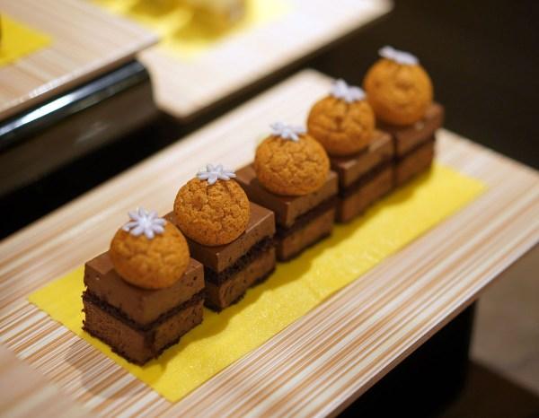 Chocolate Mousse with Amaretti Biscotti