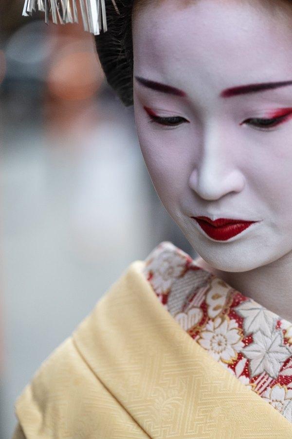 Geisha in Gion District photo by Philippe Verheyden via Unsplash