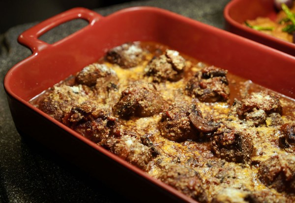 Gratinated Meatballs with Barolo Wine, Tomatoes and Mushroom