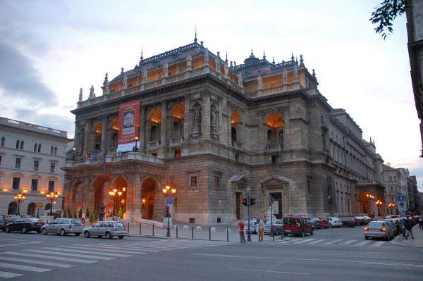 Hungarian Royal Opera House by PDXdj Wikipedia CC