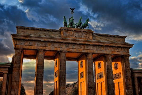 Berlin Travel Guide photo by Ricardo Gomez Angel via Unsplash
