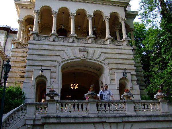 Cotroceni Palace photo by Bekuletz via Wikipedia CC
