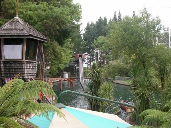 Enchanted Forest Log Flume at Rainbows End Theme Park photo via Wikipedia CC