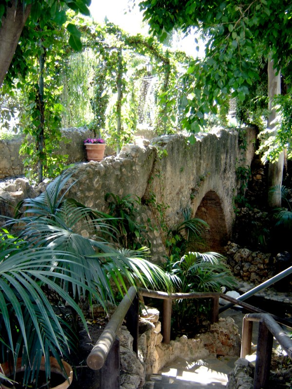 Remains of the Roman bridge of Marbella by CareForce via Wikipedia CC