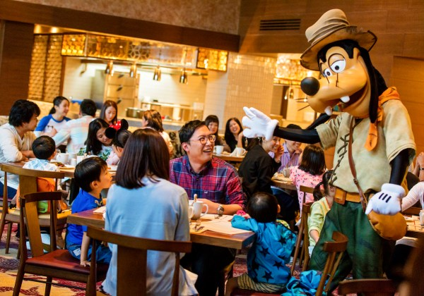Character Dining at Dragon Wind
