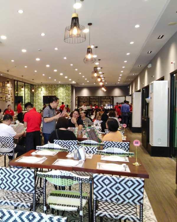 Dining Area of Rico's Lechon Tiendesitas