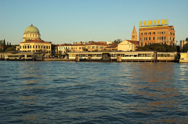 Lido di Venezia photo by Gary Houston via Wikipedia CC