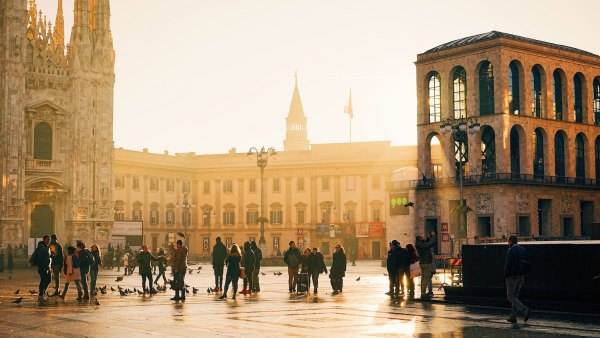 Milan Travel Guide photo by Ac Almelor via Unsplash