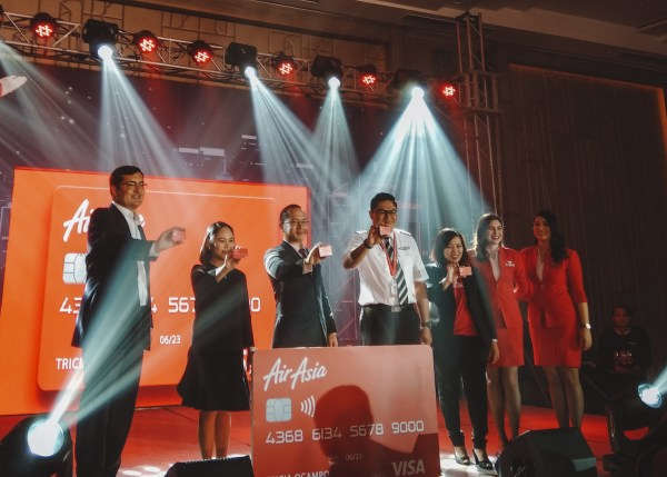 (L-R) Mr. Daniel Wolbert (Head of Sales of Visa Philippines), Mylene Bico (SVP and Segment Head for Business Development, Sales and Marketing), Mr. Simon Javier A. Calasanz (President and CEO of RCBC Bankard), Capt. Gomer Monreal (Director for Flight Operations AirAsia Philippines) and Sereen Teoh (Acting CEO of AirAsia Big)