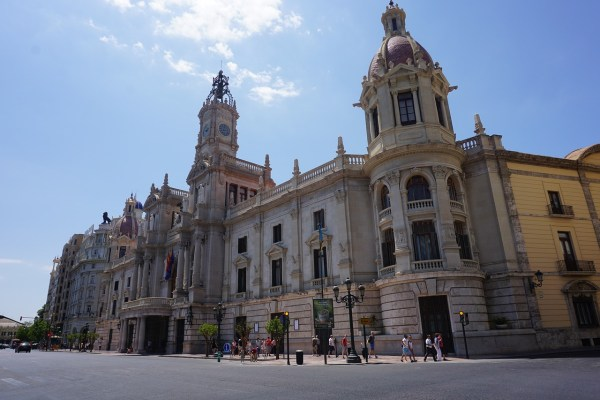 Valencia Travel Guide and Travel Information