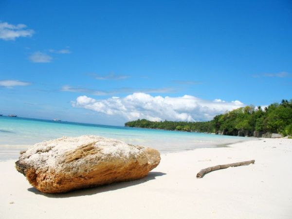 Gumasa Beach - SOCCSKSARGEN Travel Guide photo by Jenny Tanedo via Flickr CC