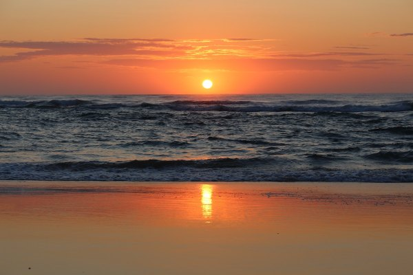 Sunset in Fraser Island by Frankie Dixon via Unsplash