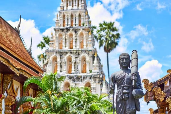 Going on a summer getaway or a year-end retreat? Thailand has everything to offer, from temples, museums and night markets! (Image Source: Unsplash)
