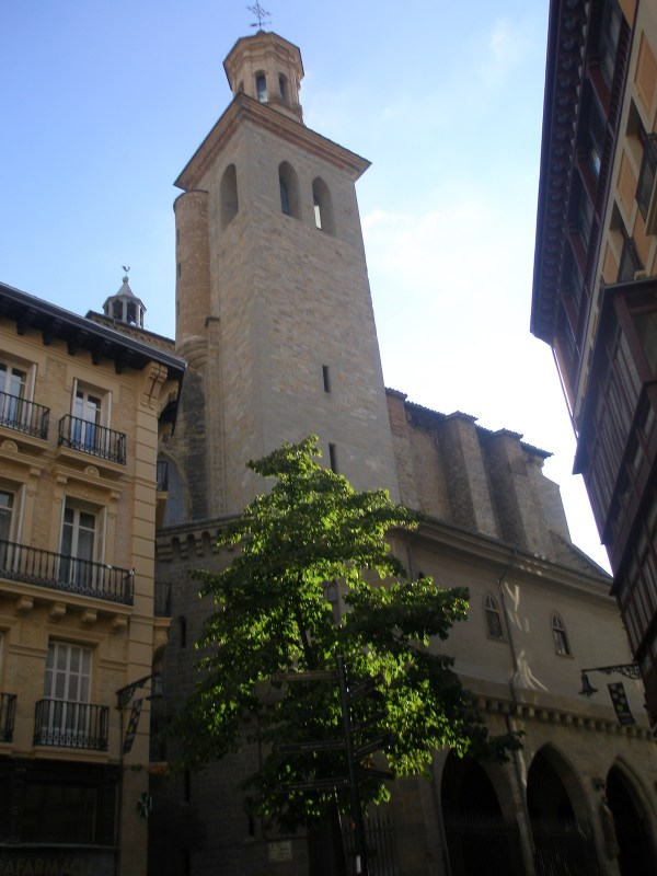 Iglesia de San Saturnino by Eaeaea via Wikipedia CC