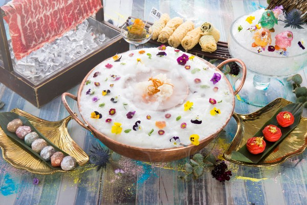 Family and friends who wish to indulge in The Drunken Pot's full repertoire of food meets art can enjoy The Dream Garden of Live Flowers Set. This delectable set truly encapsulates the intersection of food and art, diving into a wonderland that brings both together